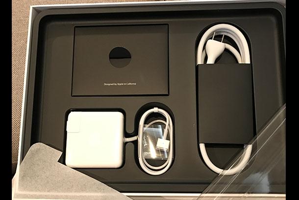 MacBook Pro 13インチ 2.7GHzデュアルコアIntel i5 Retinaディスプレイモデル [整備済製品]【2015年3月発売】付属品